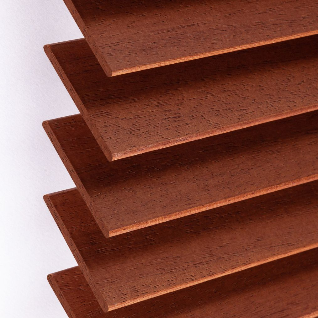 Holzjalousie nach Maß rehbraun Detailaufnahme