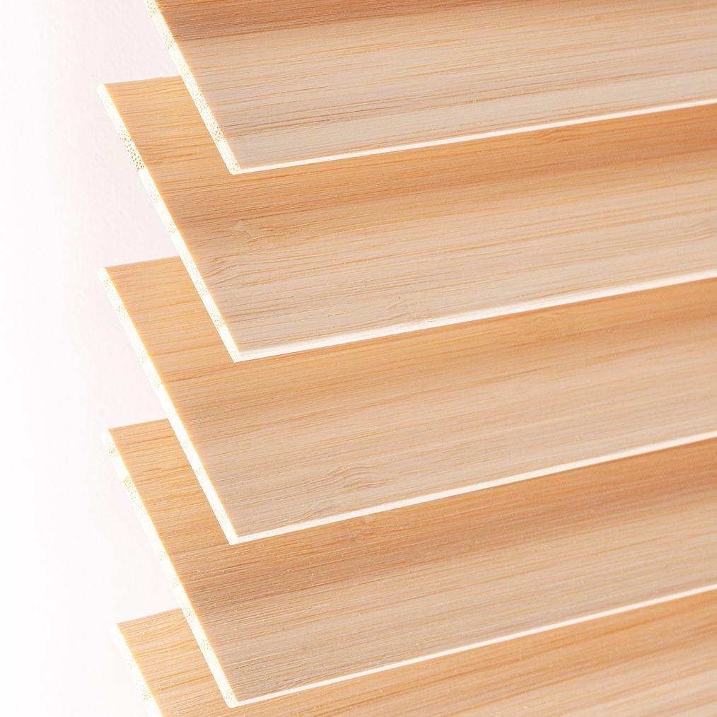 Holzjalousie nach Maß hellbraun Detailaufnahme